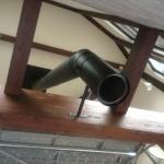 天井下の煙突